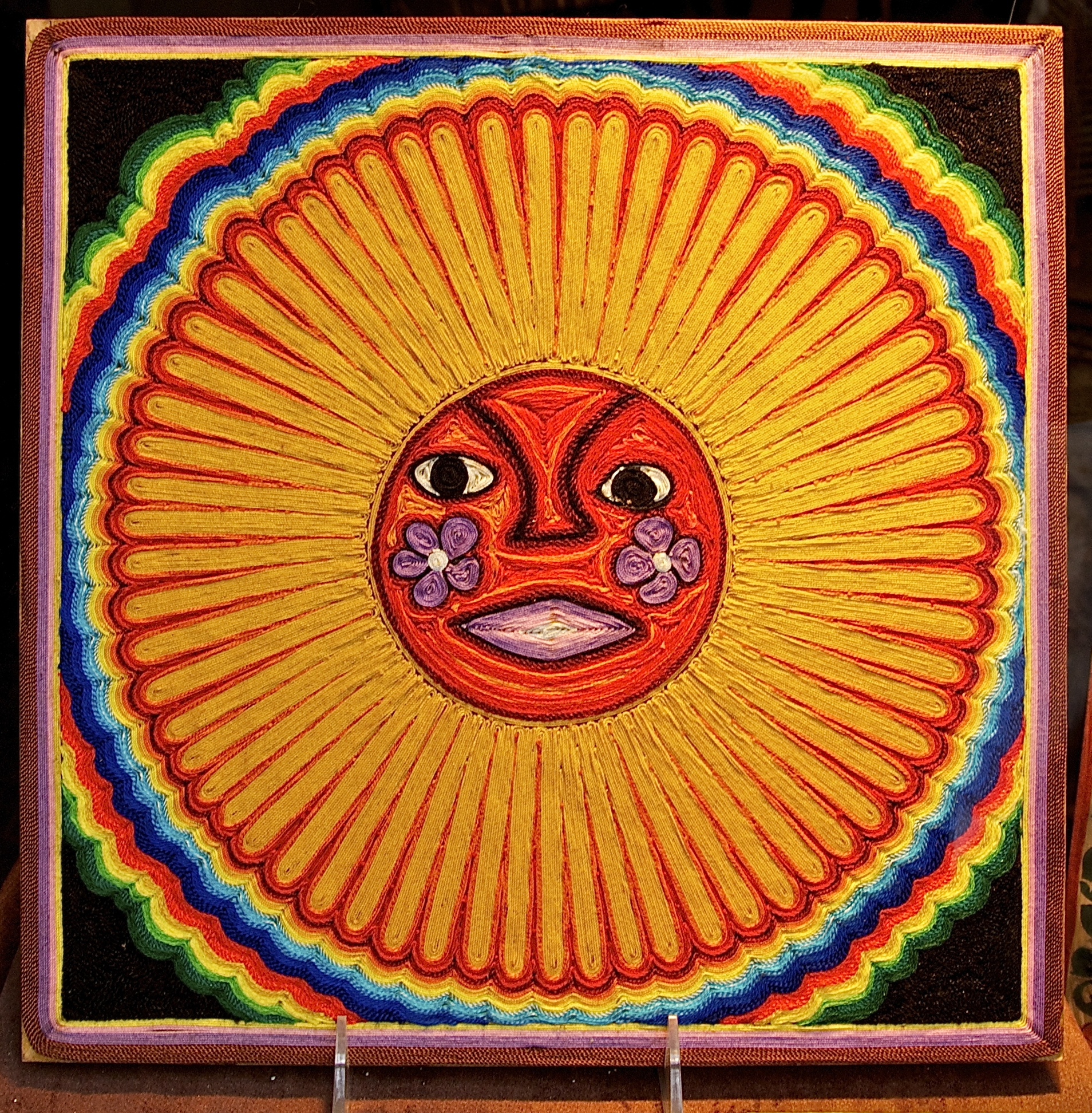 Huichol_string_art_sun